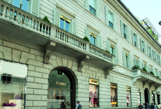 Milano Via Monte Napoleone, 3 — Boutique Fendi